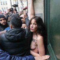 Marche contre l'islamophobie : une militante seins nues perturbe brièvement le cortège.