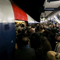 Grève SNCF et RATP du 9 décembre: des scènes de cohue à Gare du Nord à Paris