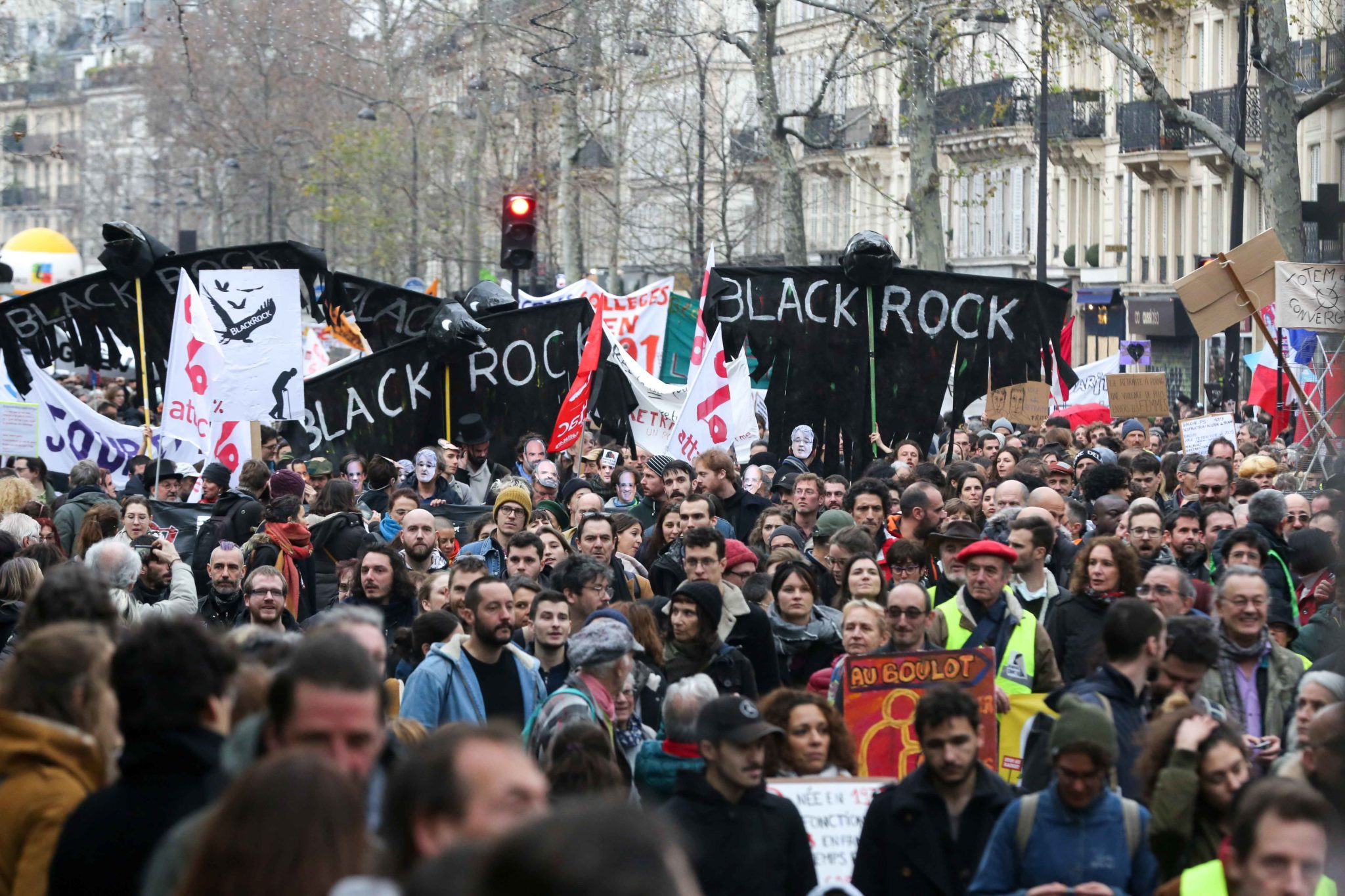 Contre le fonds d'investissement américain Black Rock. © Michel Stoupak. Mar 17.12.2019, 15:20:45.