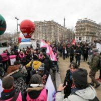 Réforme des retraites : plusieurs milliers de manifestants défilent à Paris.