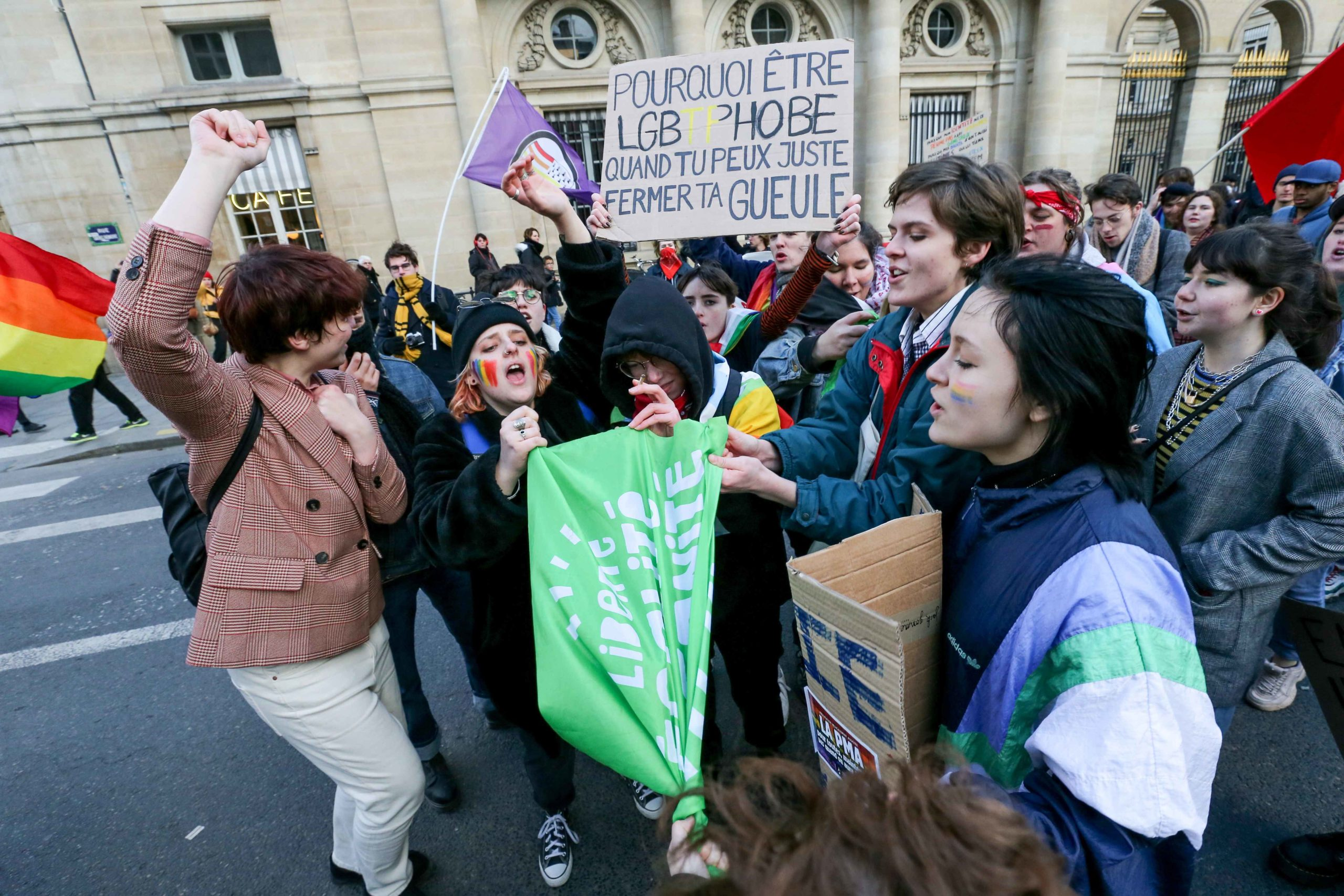 "Counter-demonstrators are trying to destroy a flag of the movement 'La Manif pour tous' as protesters of this movement take part in a demonstration against the ""Medically-assisted procreation (MAP) without a father"" in Paris on January 19, 2020, two days b"