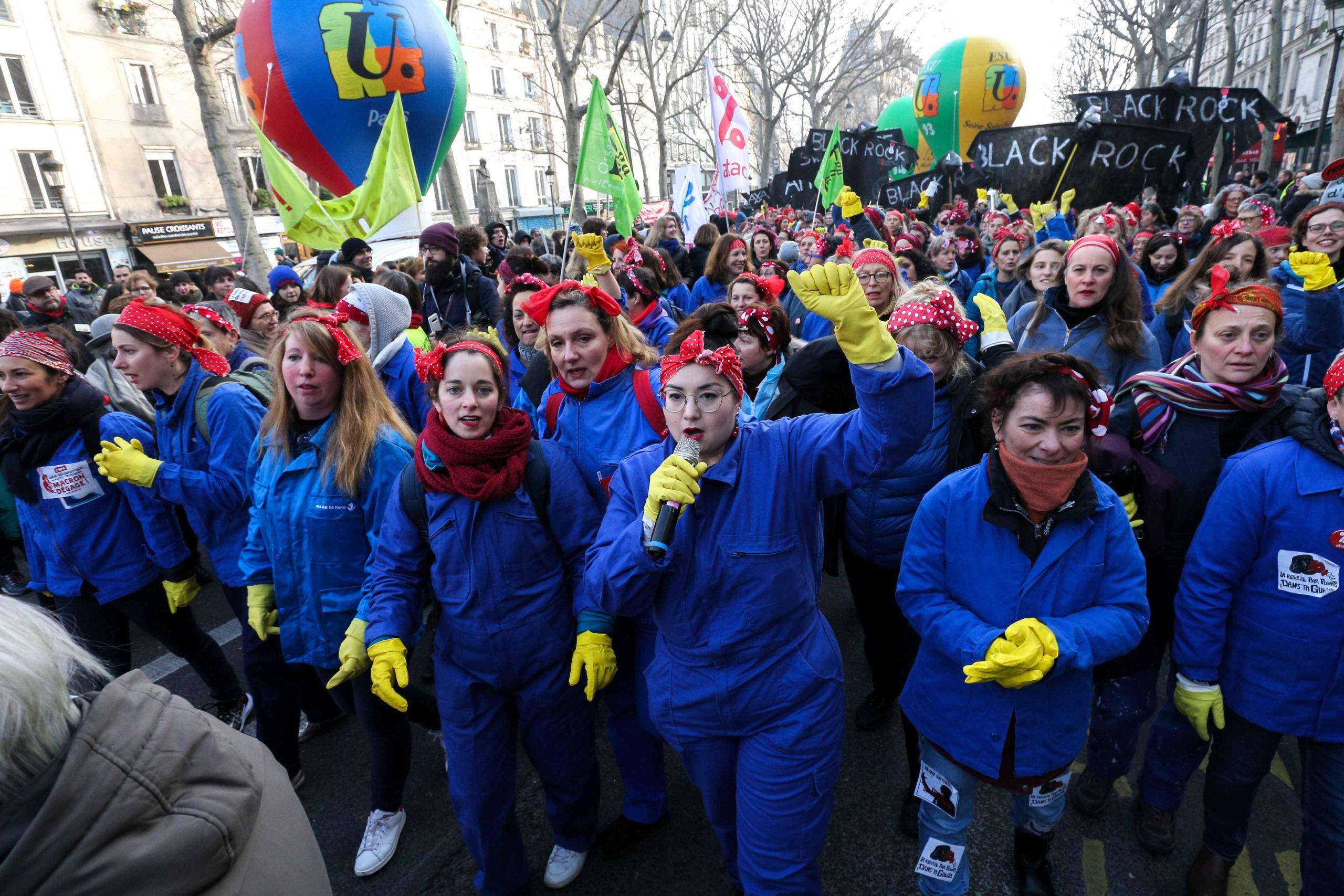 Des militantes féministes habillées en femmes de ménage. © Michel Stoupak. Ven 24.01.2020, 11:05:27.