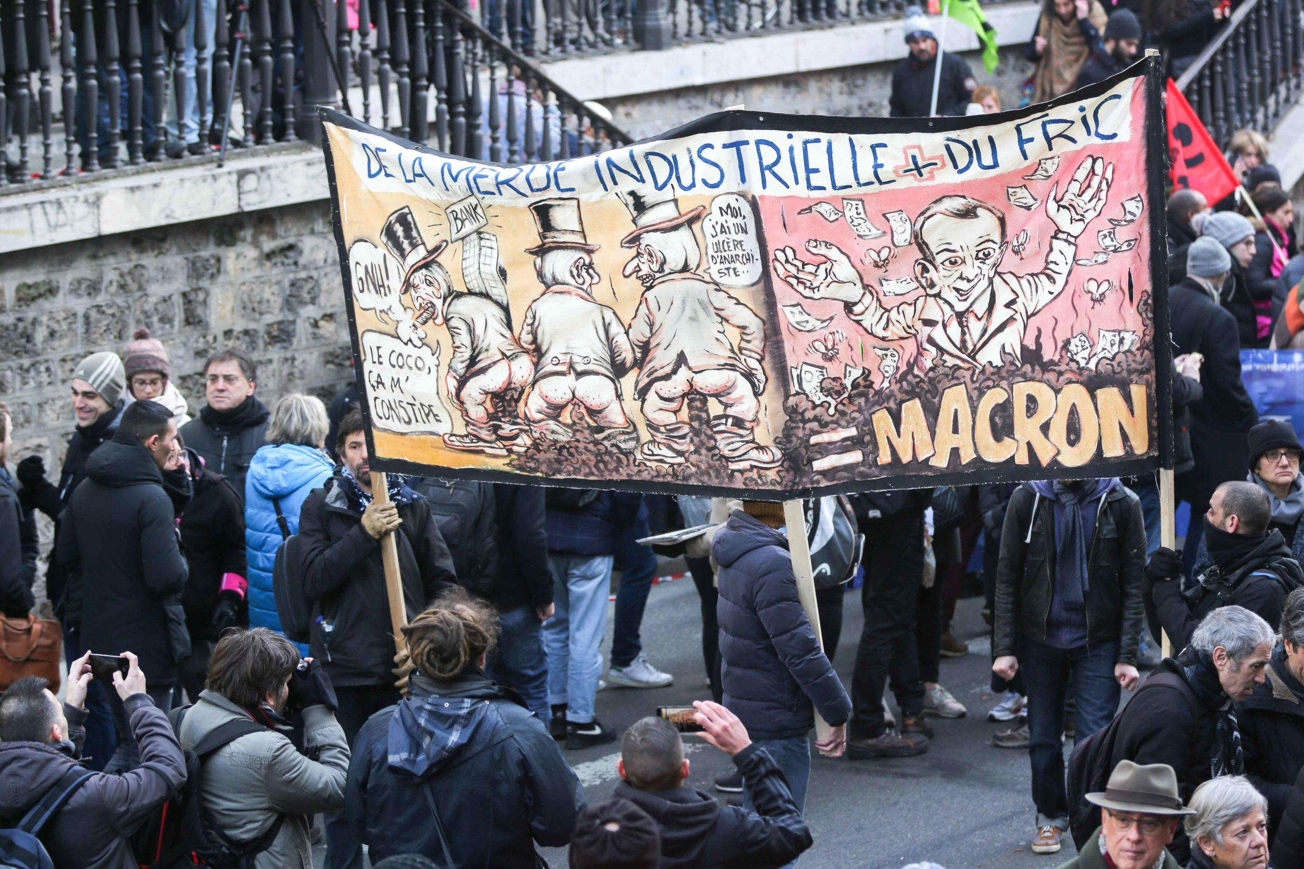 Des manifestants défilent dans une rue de Paris. © Michel Stoupak. Ven 24.01.2020, 11:42:59.