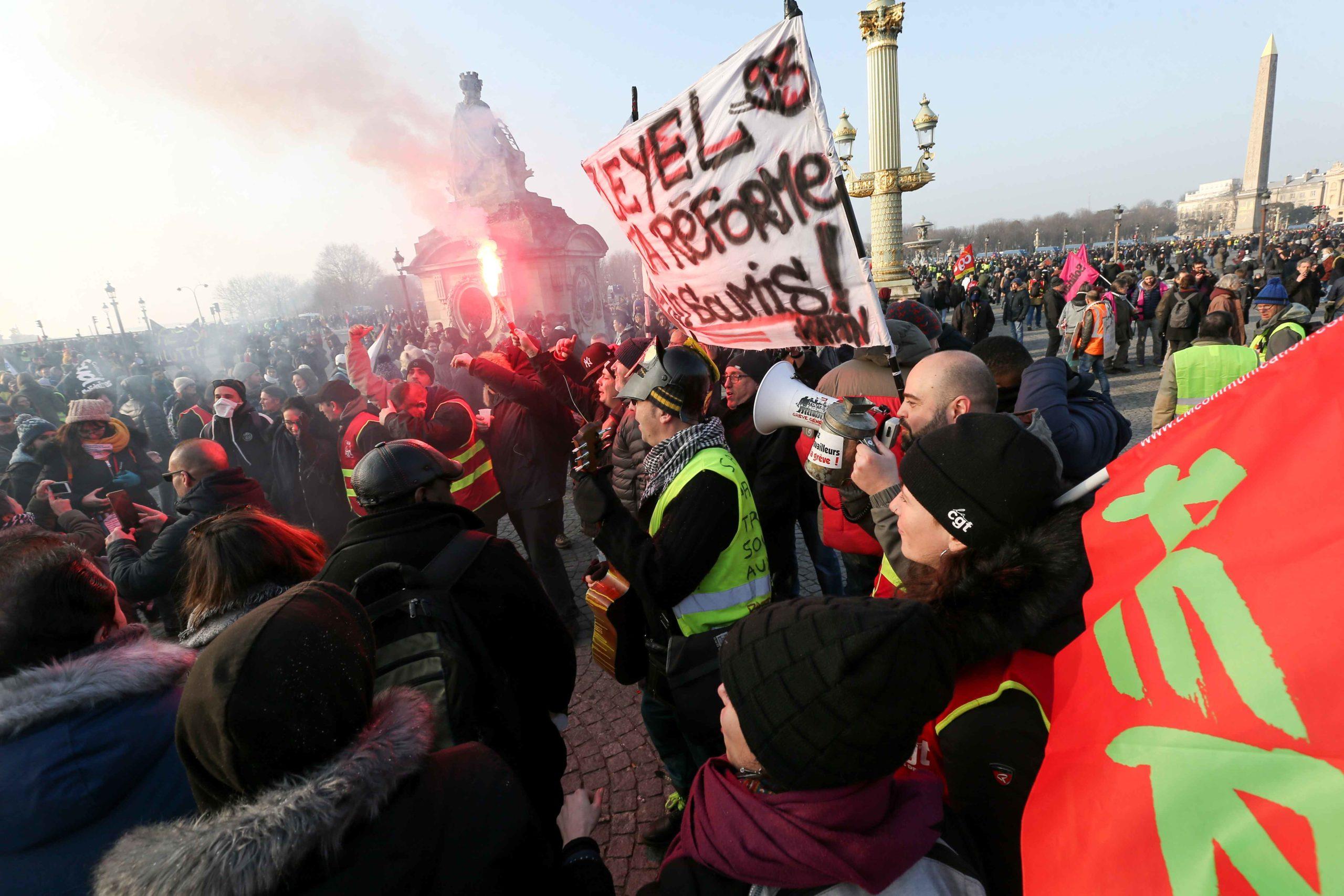 Les manifestants rassemblés place de la Concorde. © Michel Stoupak. Ven 24.01.2020, 15:17:29.