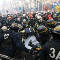 Manifestation de pompiers à Paris : le préfet déplore l'attitude « très agressive » de certains manifestants.
