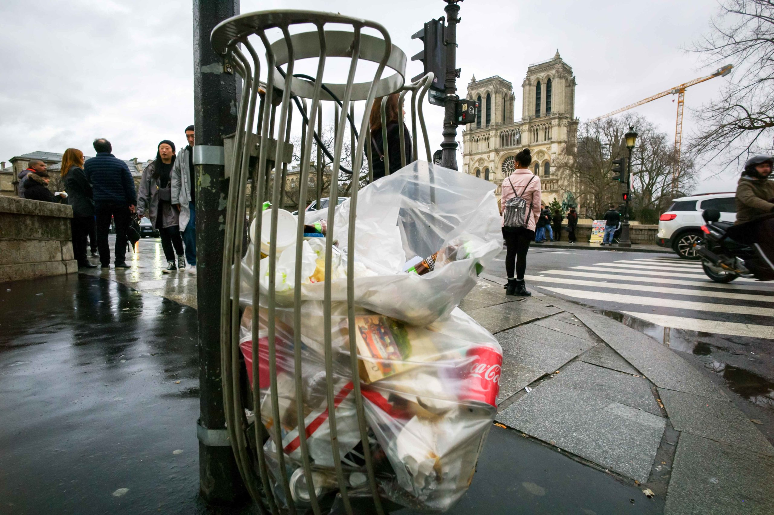 For several days, the effects of the garbage strike have been visible in the streets of Paris, as can be seen in these pictures taken on February 2, 2020, and in some cities of the suburbs, especially in the east of the île-de-France region. The truck gar
