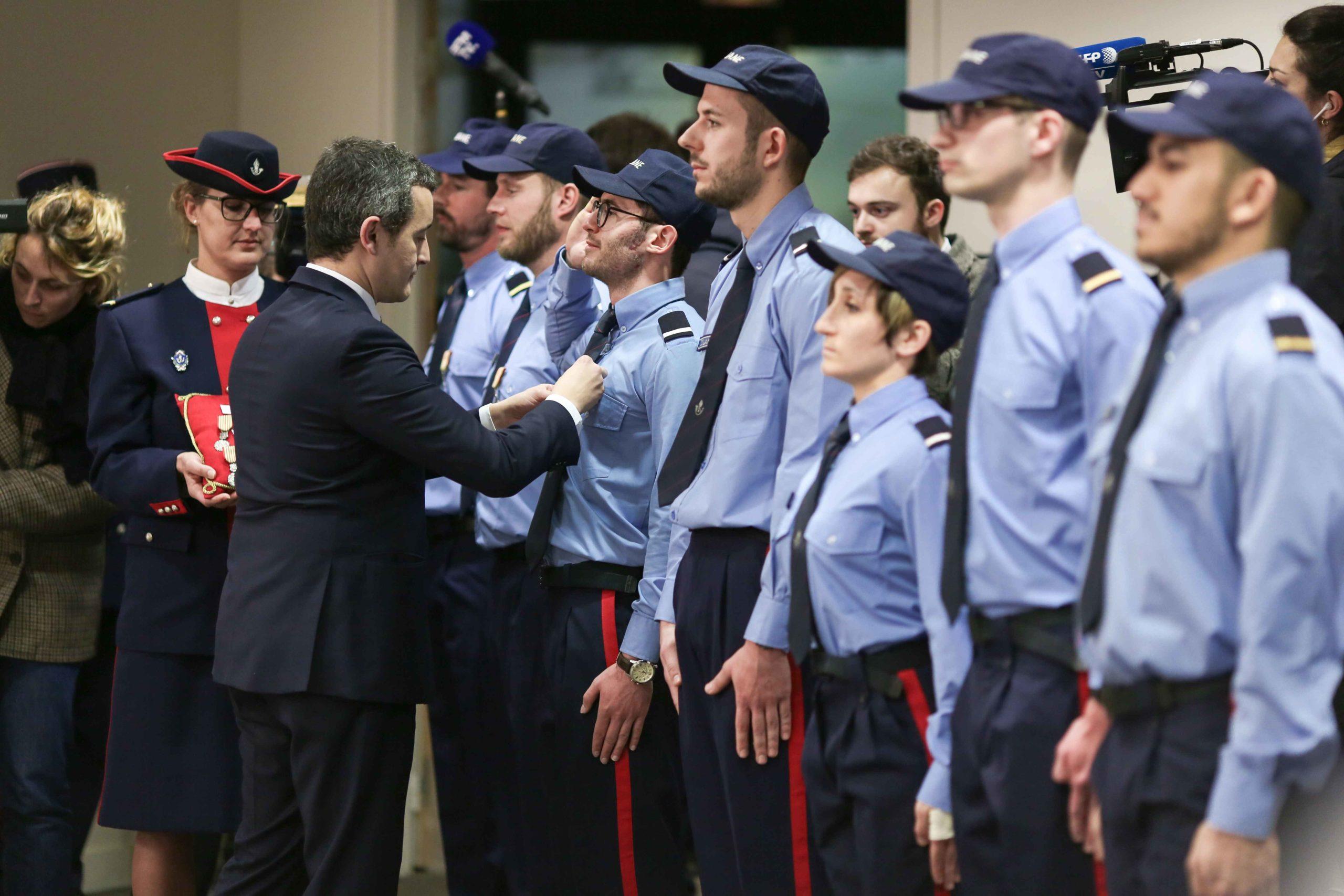 Gérald Darmanin remet une médaille à un agent des douanes. © Michel Stoupak. Mar 04.02.2020, 09:56:12.
