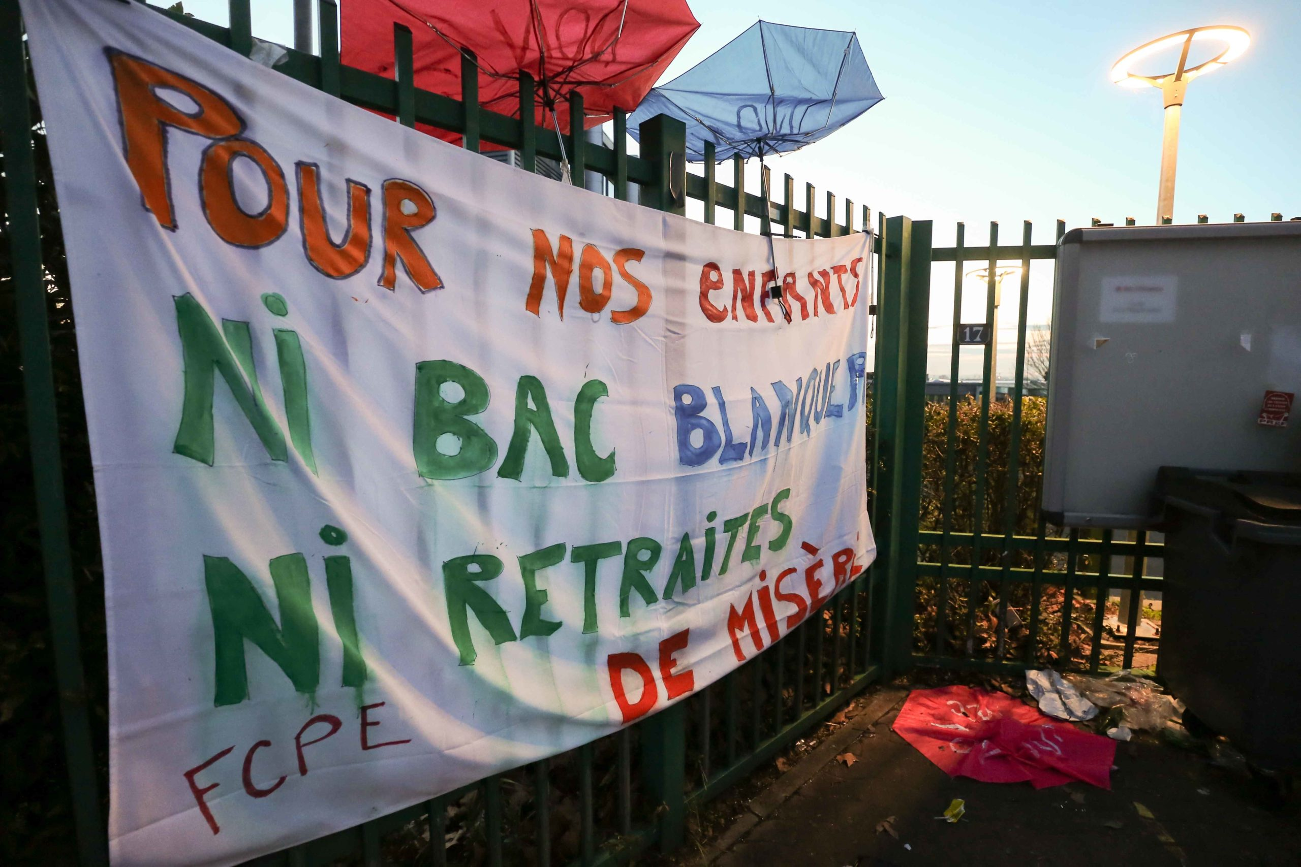 Student's families opposed to the implementation of the baccalaureate reform (E3C) are putting up a banner reading « For our children, neither minister's bacalaureate, nor meagre pension » on the front gate of the Lycee Jean Macé, located in Vitry-s