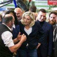 """Coronavirus : Marine Le Pen accuse le gouvernement """"d'incohérence totale""""."""