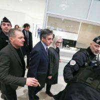 Le procès de François Fillon débute avec des questions de procédure.