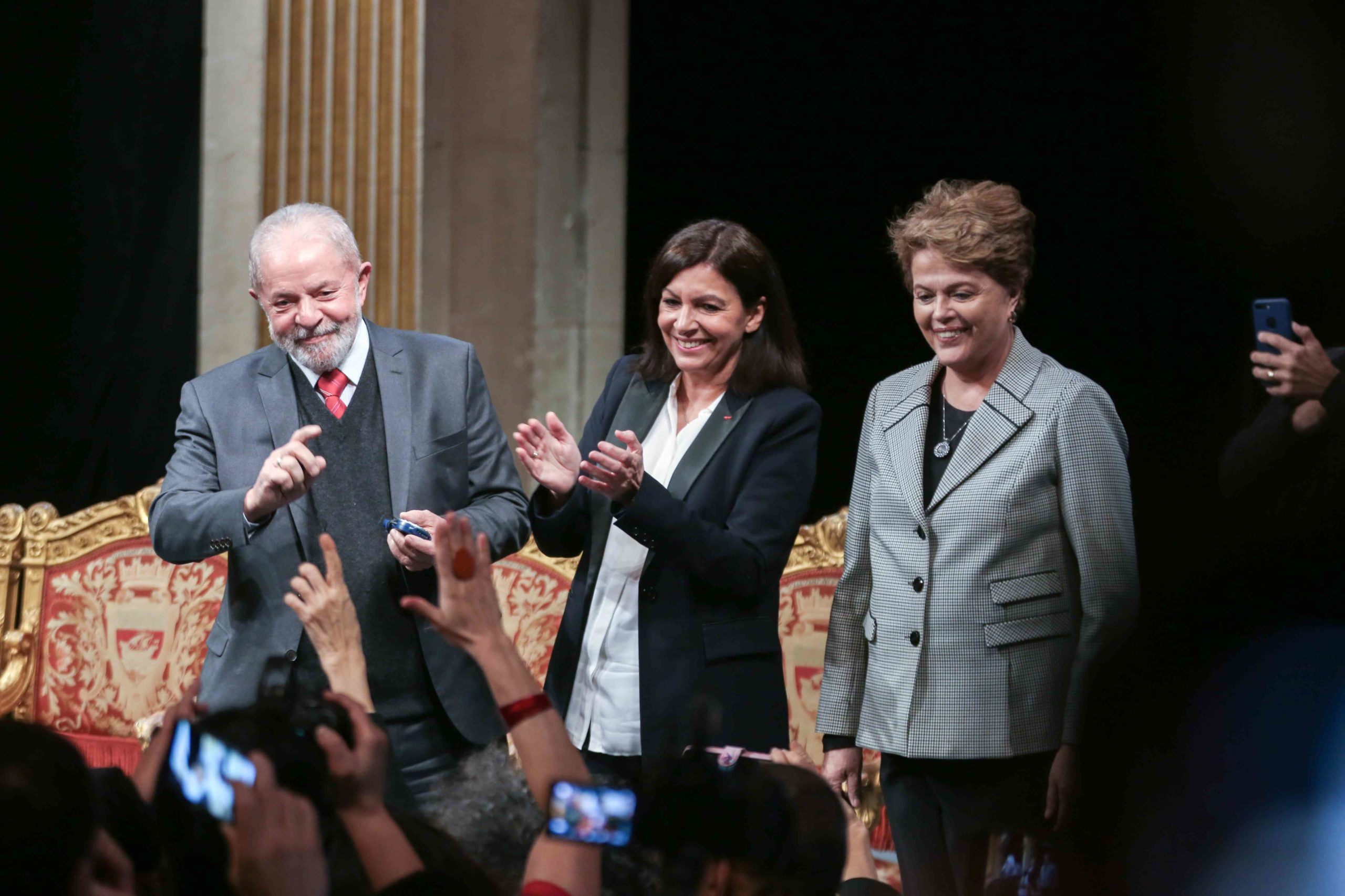 (Lto R) Former Brazilian president Luiz Inacio Lula da Silva, Paris Mayor and candidate for re-election Anne Hidalgo and Former Brazilian president Dilma Rousseff, salute the crowd as they take part in a ceremony at the City Hall of Paris, on March 2, 2020