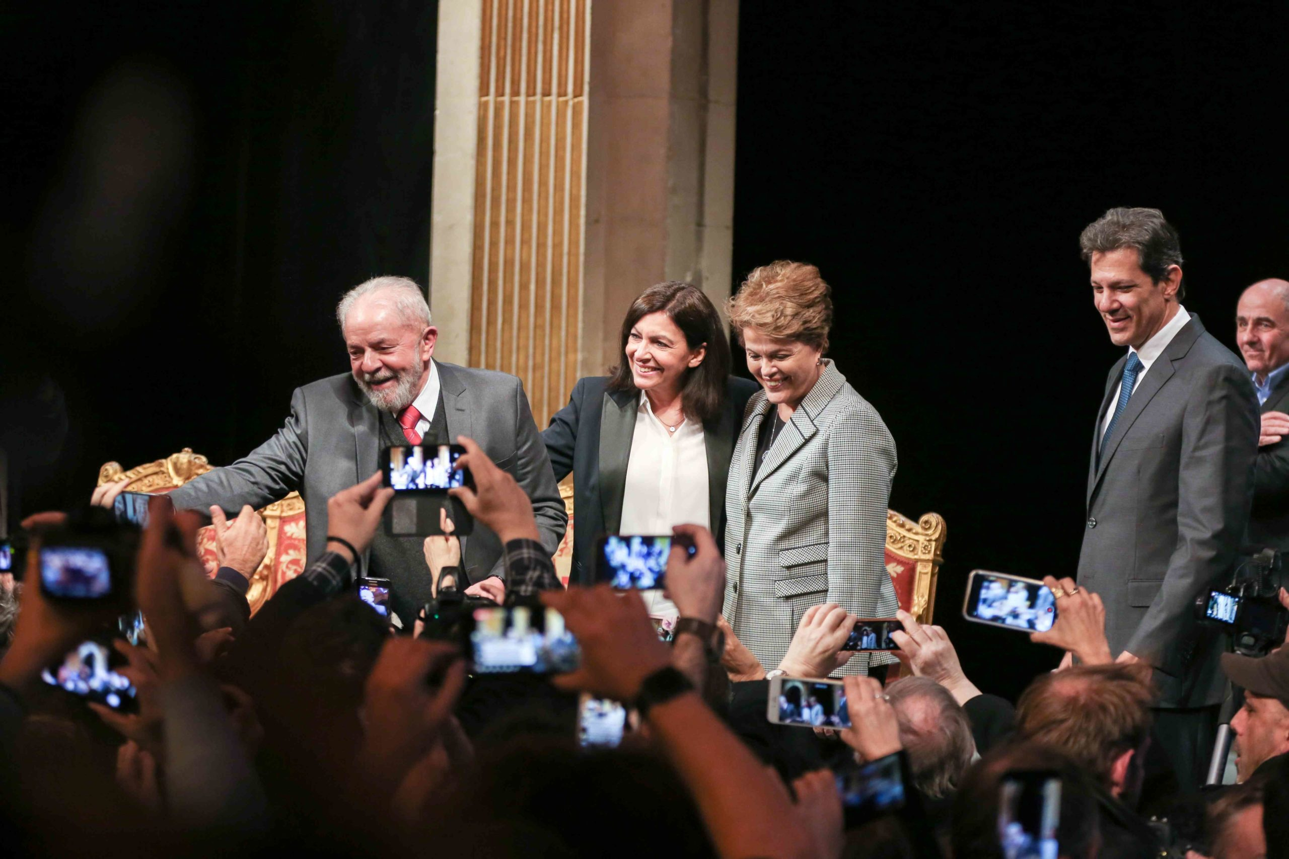 (Lto R) Former Brazilian president Luiz Inacio Lula da Silva, Paris Mayor and candidate for re-election Anne Hidalgo, Former Brazilian president Dilma Rousseff and former Sao Paolo Mayor Fernando Hadda salute the crowd as they take part in a ceremony at th