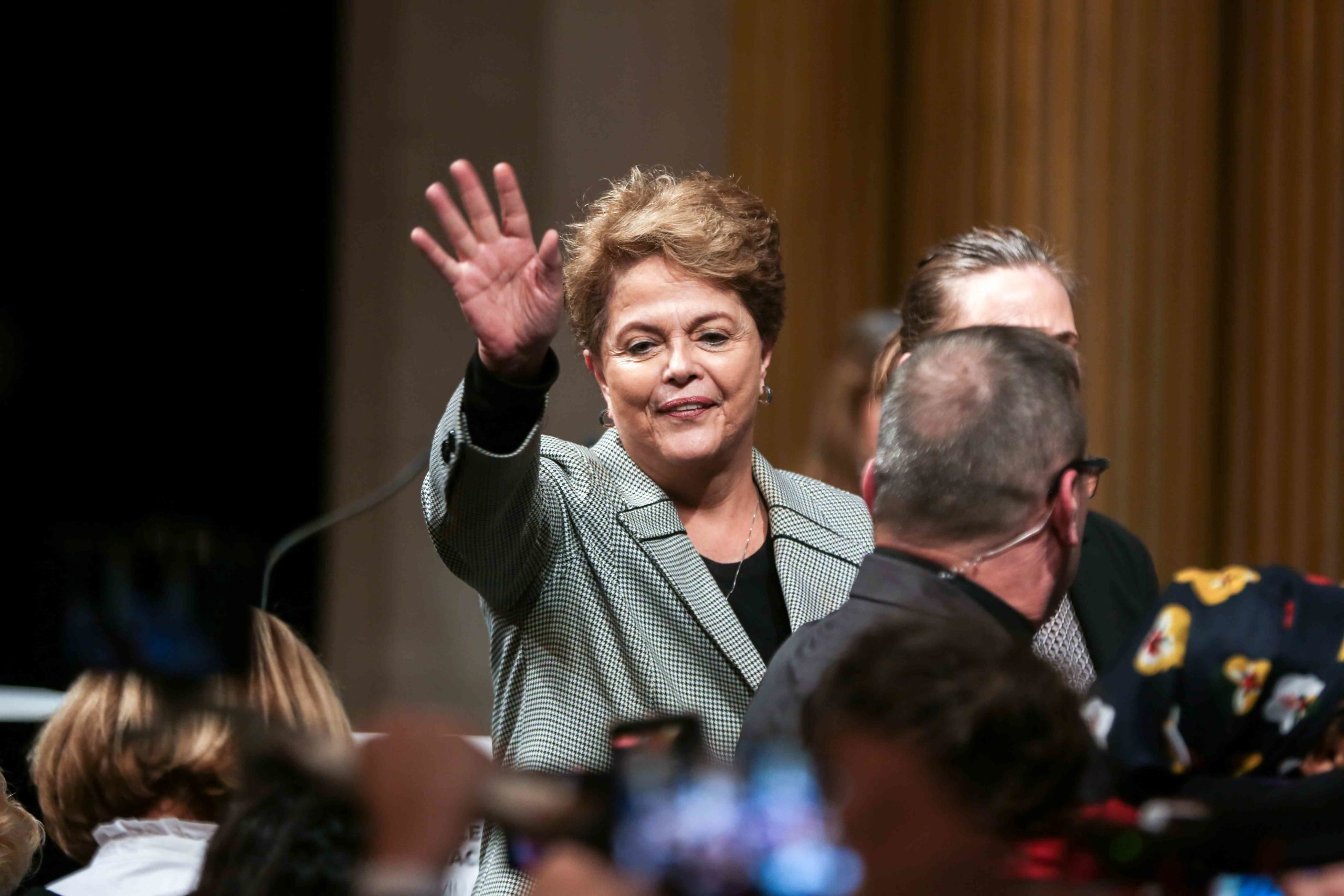 Former Brazilian president Dilma Rousseff (C) salute the crowd as she takes part in a ceremony at the City Hall of Paris, on March 2, 2020, during witch former Brazilian president Luiz Inacio Lula da Silva was named  honorary citizen of the city of Paris.