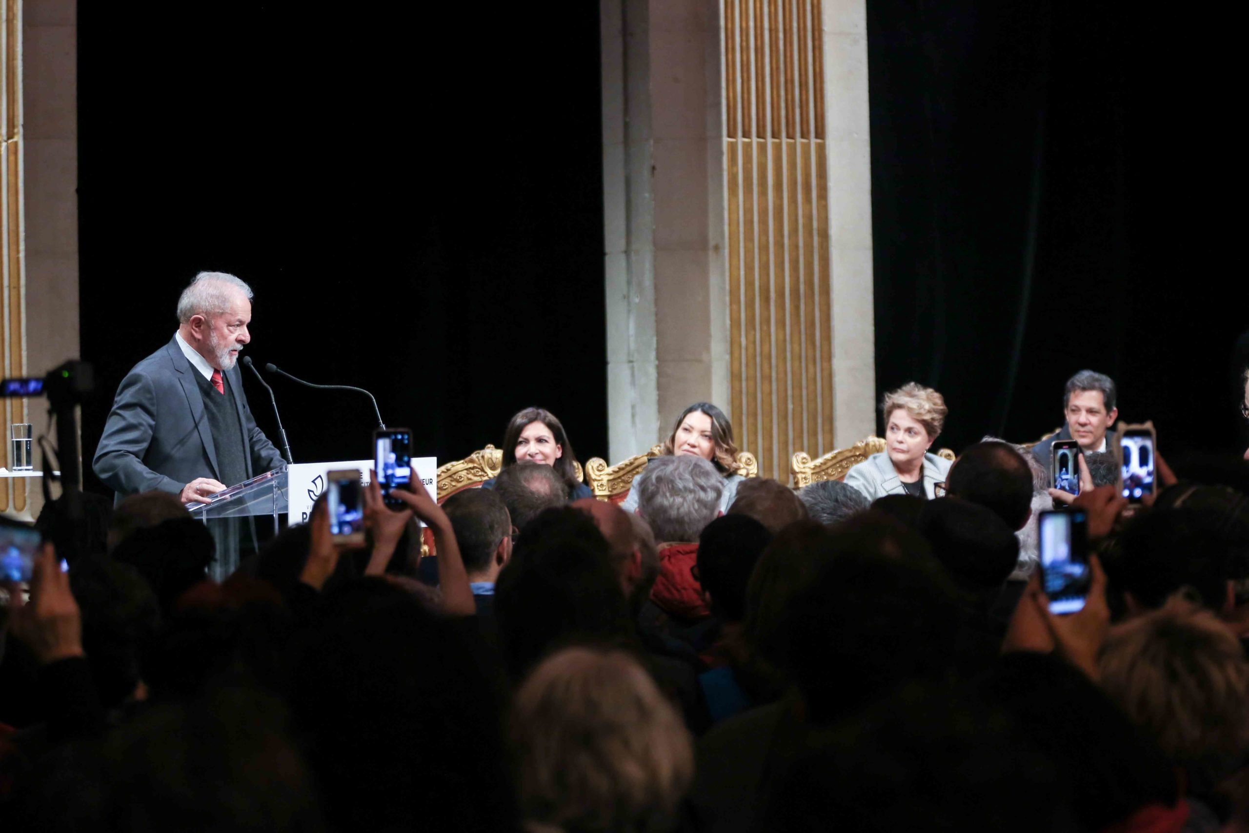 Former Brazilian president Luiz Inacio Lula da Silva (L), flanked by Paris Mayor and candidate for re-election Anne Hidalgo (4R) , Former Brazilian president Dilma Rousseff (3R) and former Sao Paolo Mayor Fernando Hadda (1st R) speaks during a ceremony at