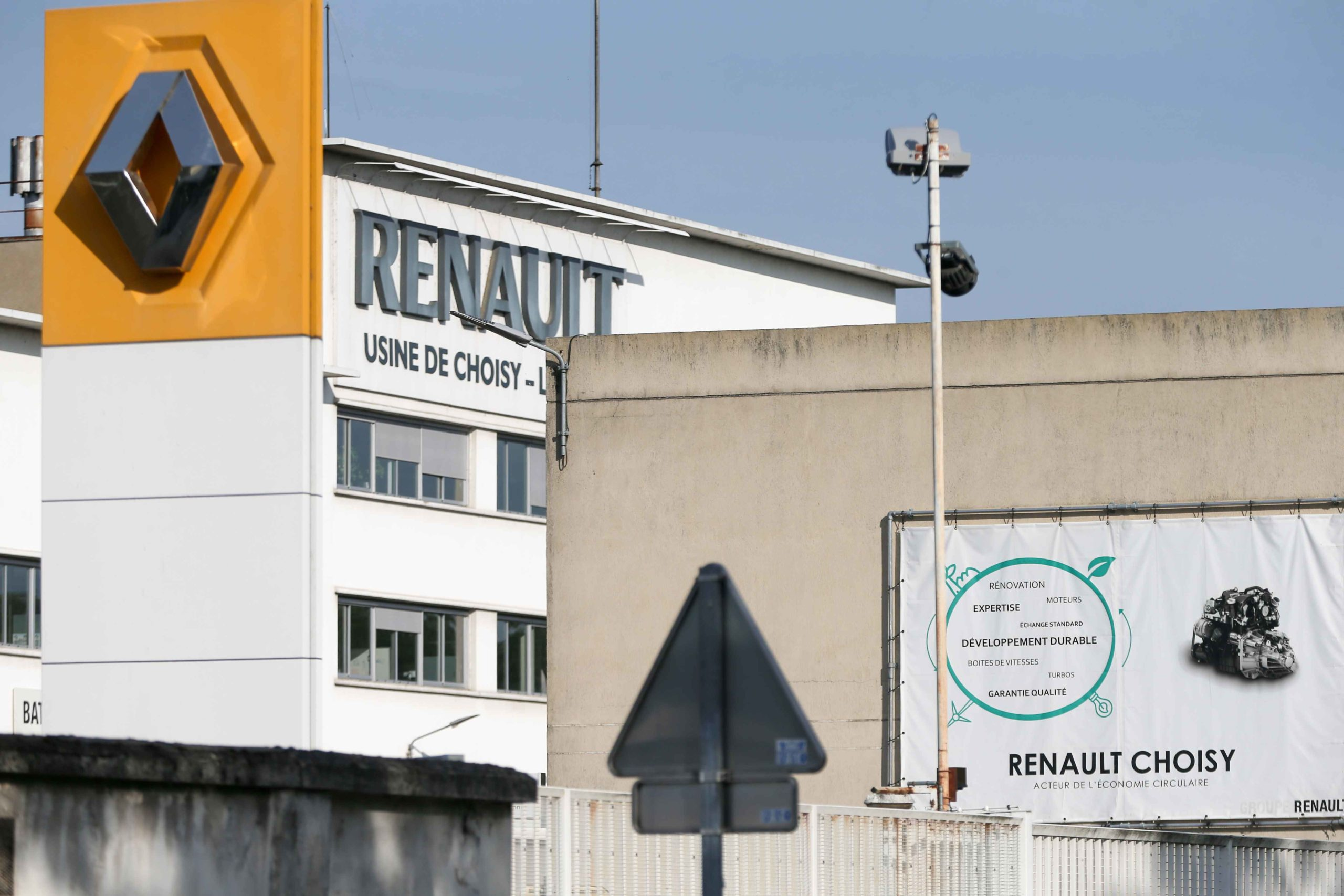 "This picture shows the Renault factory in Choisy-le-Roi, near Paris, on May 21, 2020. The group is to unveil on May 29 the outlines of a vast 2 billion euro savings plan announced in February. ""Four factories would be closed in France: Choisy-le-Roi, Diepp"