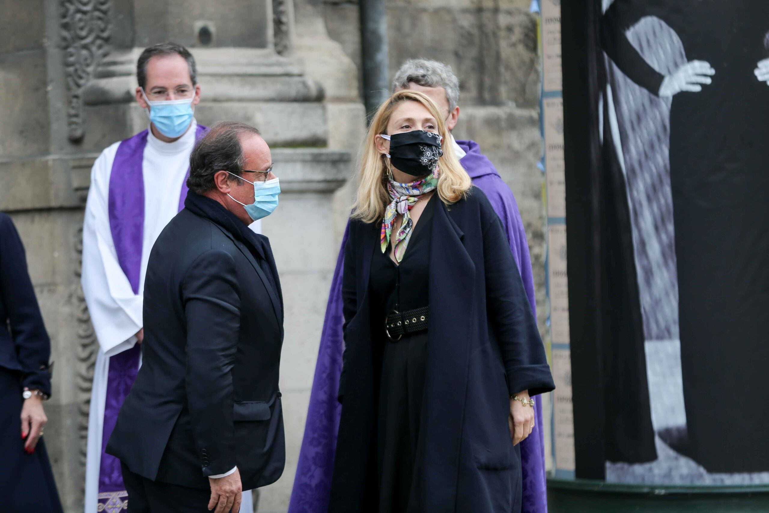Former French President Francois Hollande (L) and his partner French actress Julie Gayet (R) arrive for the funerals of French singer Juliette Greco, at the Saint-Germain-des-Pres church in Paris, on October 5, 2020. Legendary French singer Juliette Greco,
