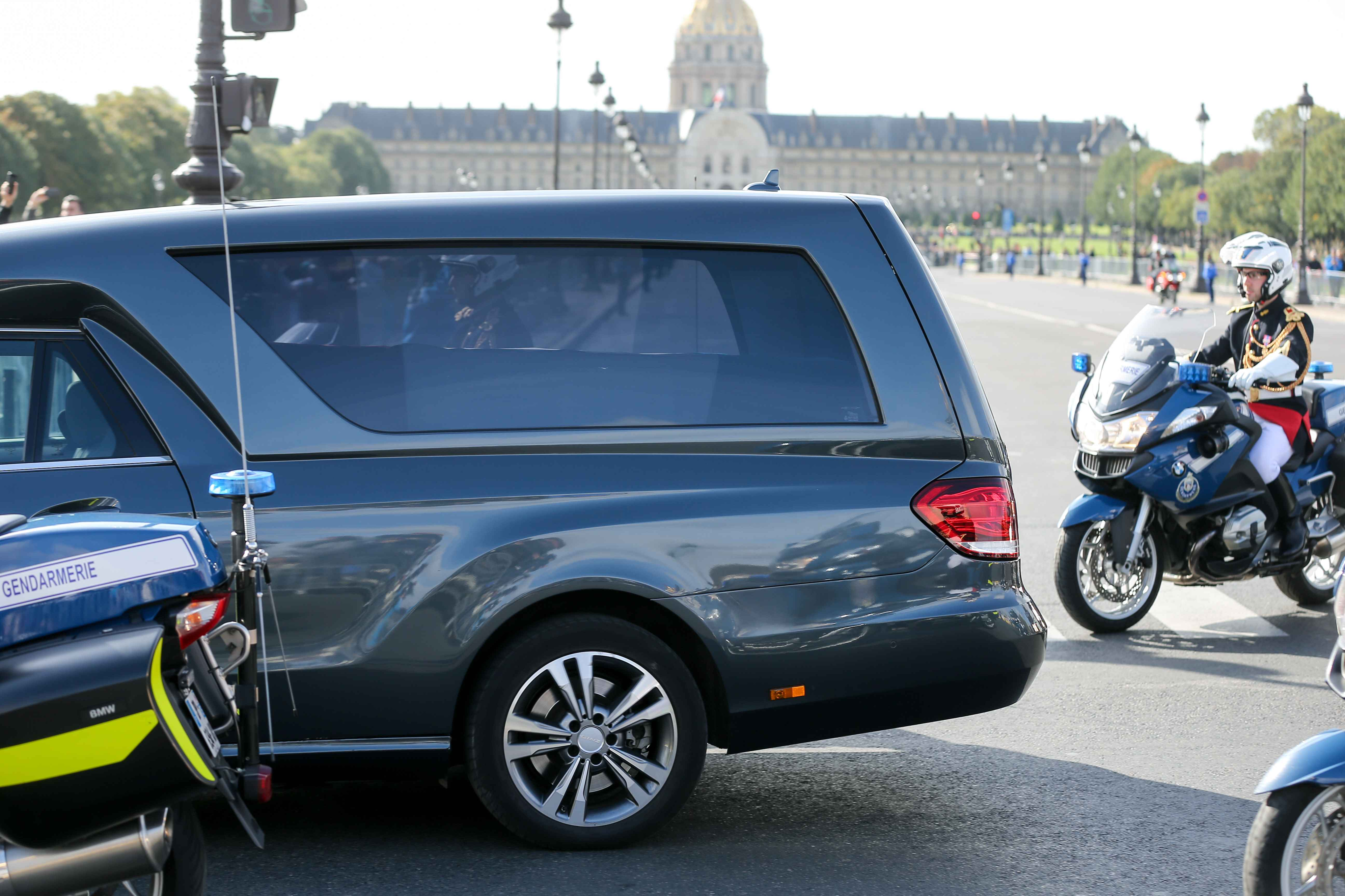 The hearse transporting the coffin of former French President Jacques Chirac, covered with the French national flag,  leaves the Invalides (Hotel des Invalides) for the Saint-Sulpice church in Paris for the funeral service on September 30, 2019. Former Fre